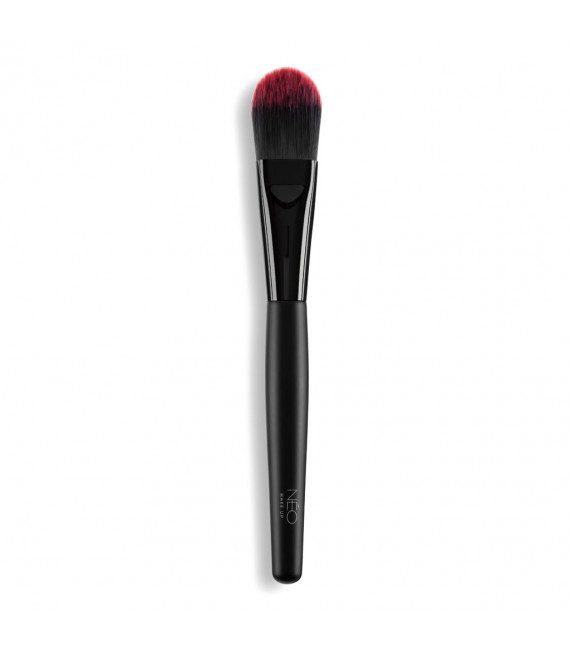 01 Foundation Brush