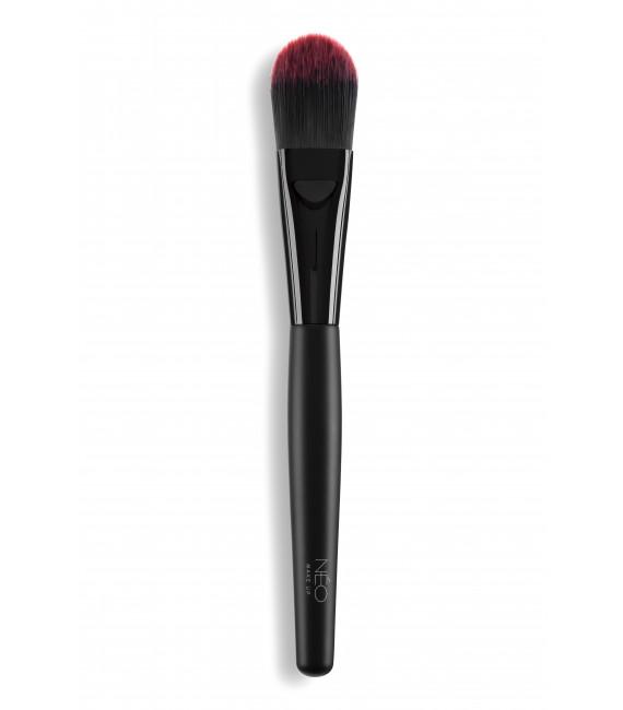 01 Foundation Brush